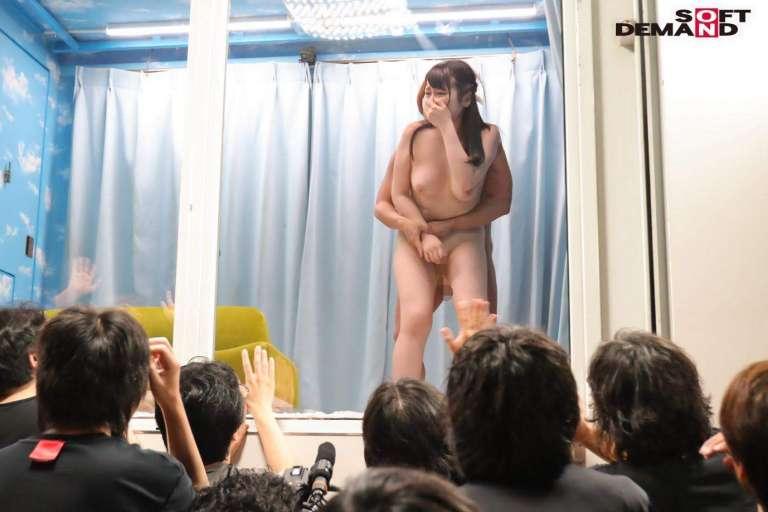 観客は高校時代の同級生 逆転マジックミラー号「素人娘たちの大胆SEXを生で見たくないですか?」