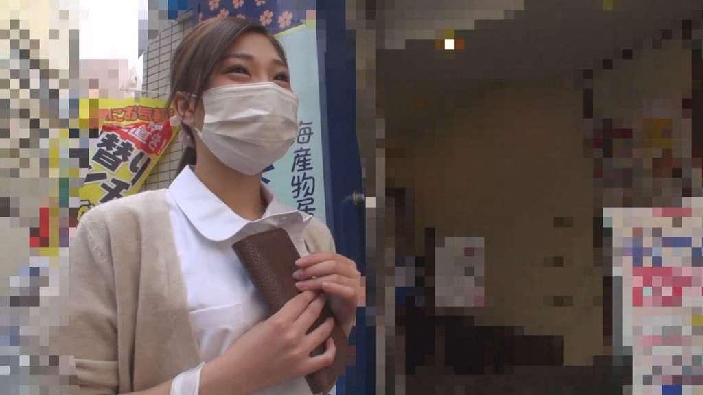 見た目ギャルなのに歯科助手のミニマム美少女真希ちゃんの職場にアポなし突撃!からの野外露出&フェラ