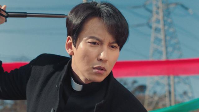 熱血司祭 キム・ナムギル主演、切れる司祭×おばか刑事が巨悪に立ち向かう