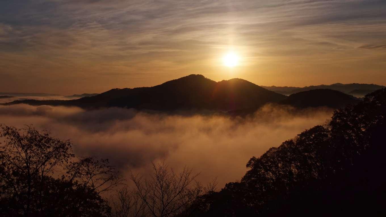 静寂の夜明けと雲海【RELAX WORLD】
