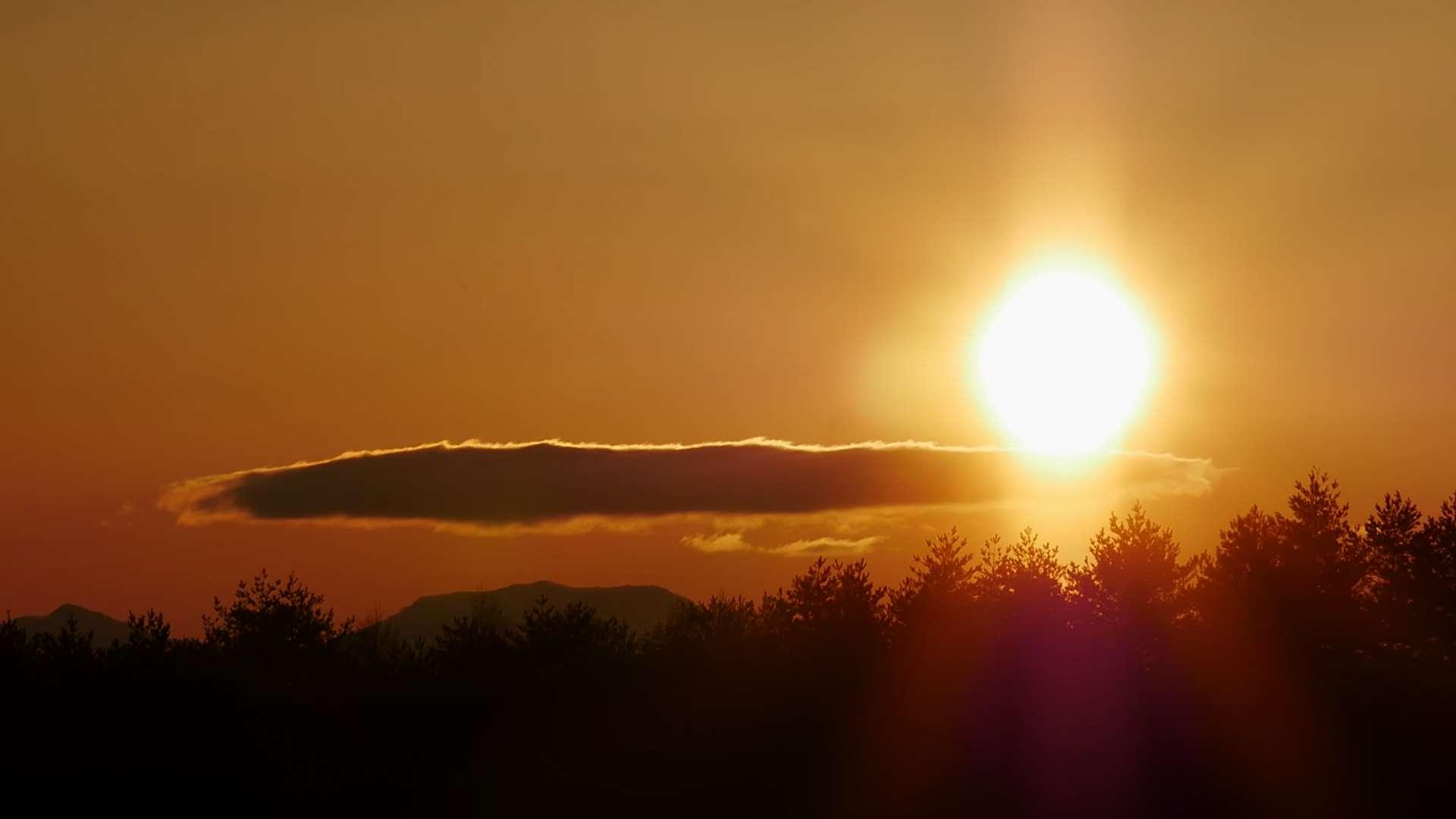 美しい朝日・北八ヶ岳【RELAX WORLD】